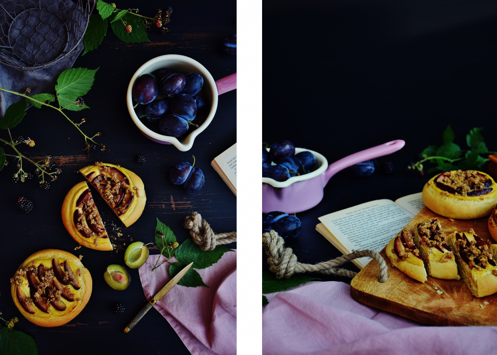Östereichische Küche: Zwetschgenfleck mit Topfencreme und Nussstreuseln