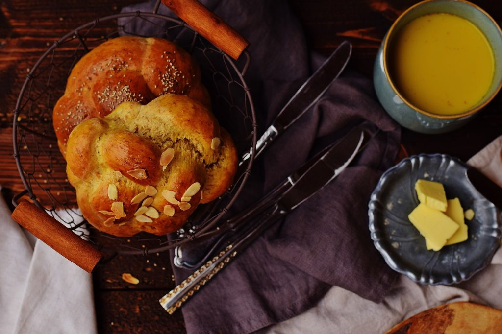 Germteig Wiener Knoten mit Butter
