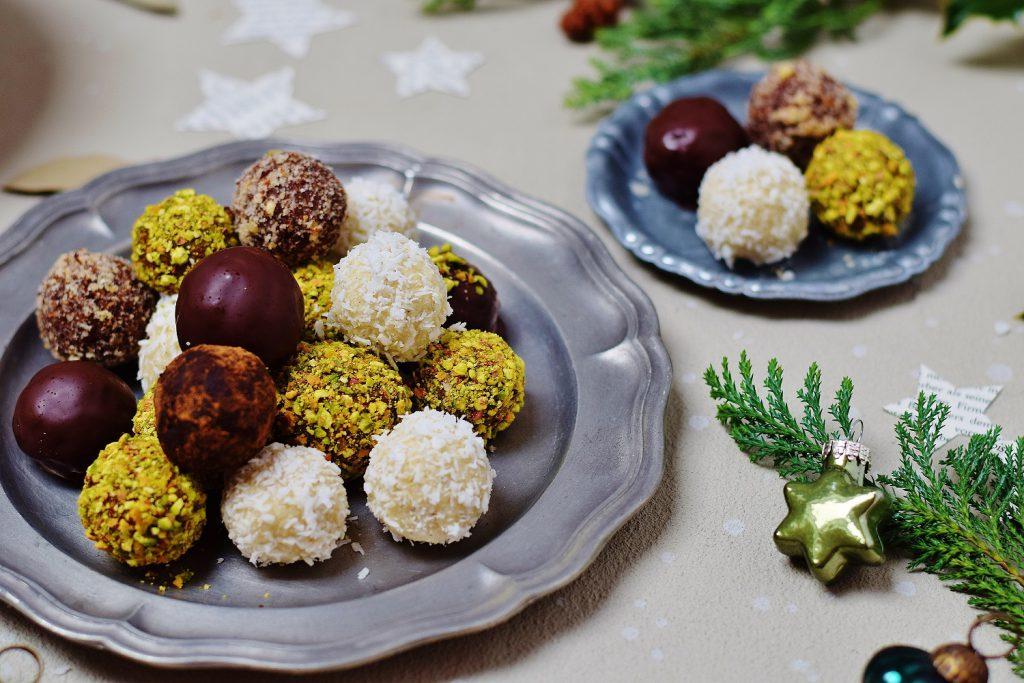 Gesunde Weihnachtspralinen - Raw Bliss Balls