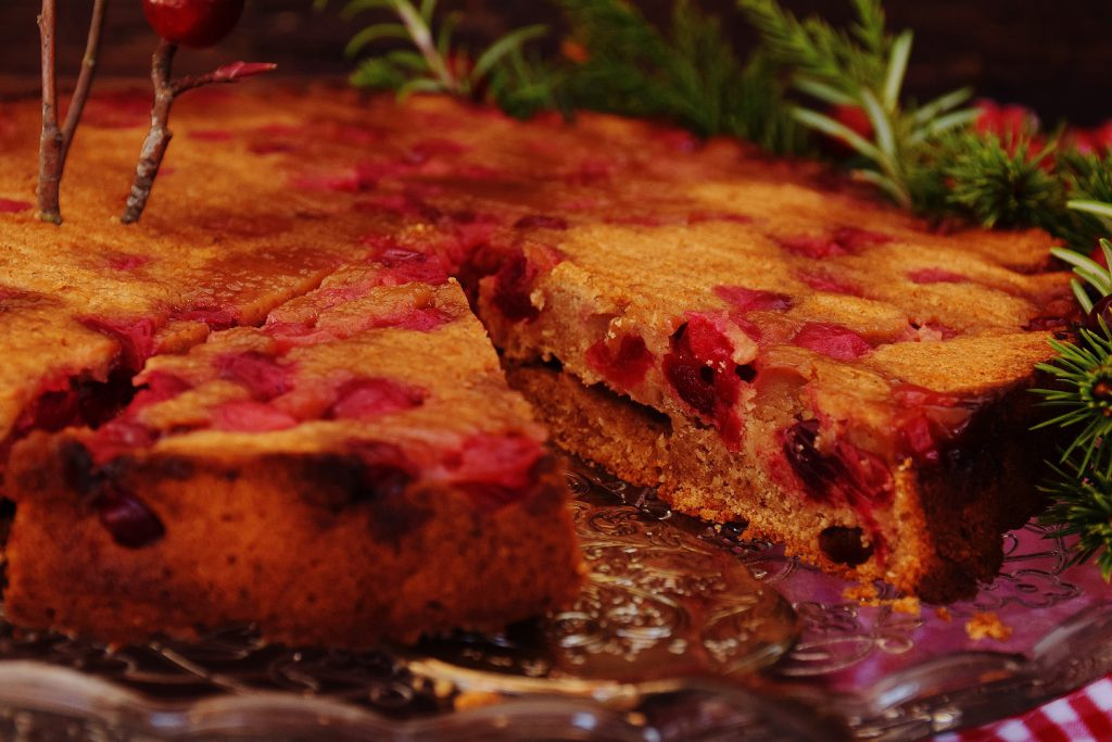 Saftiger Upside-Down Cranberry-Kuchen mit Joghurt