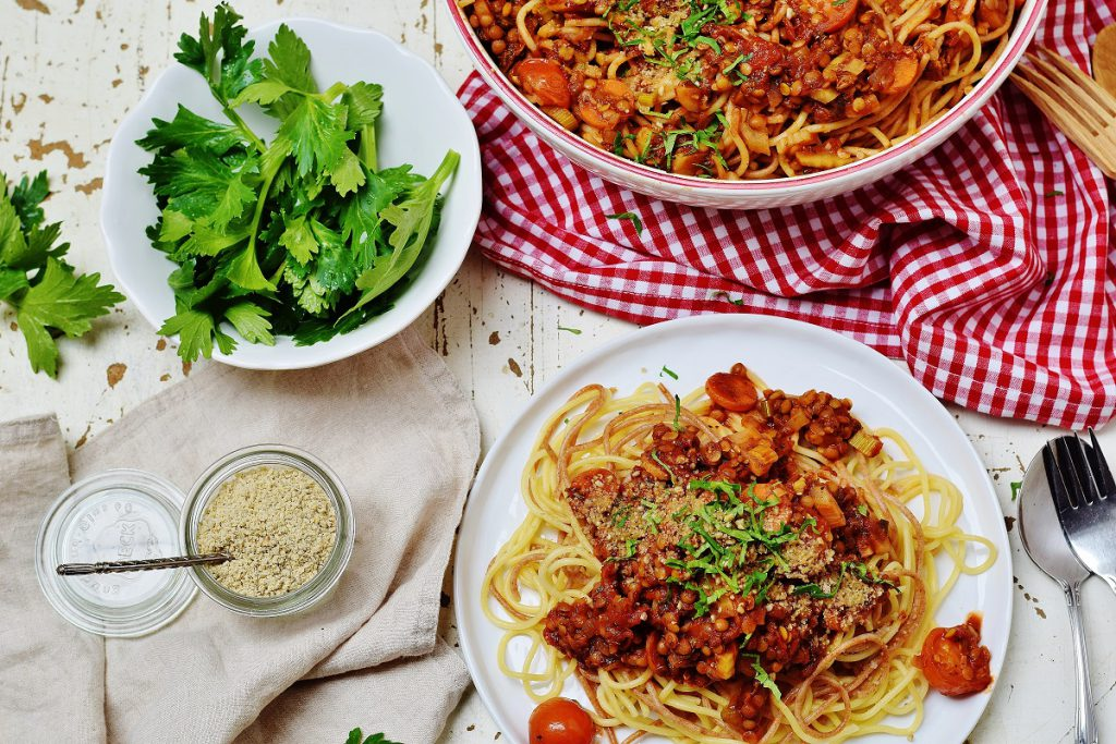 Pasta mit Linsen-Bolognese vegan und gesund