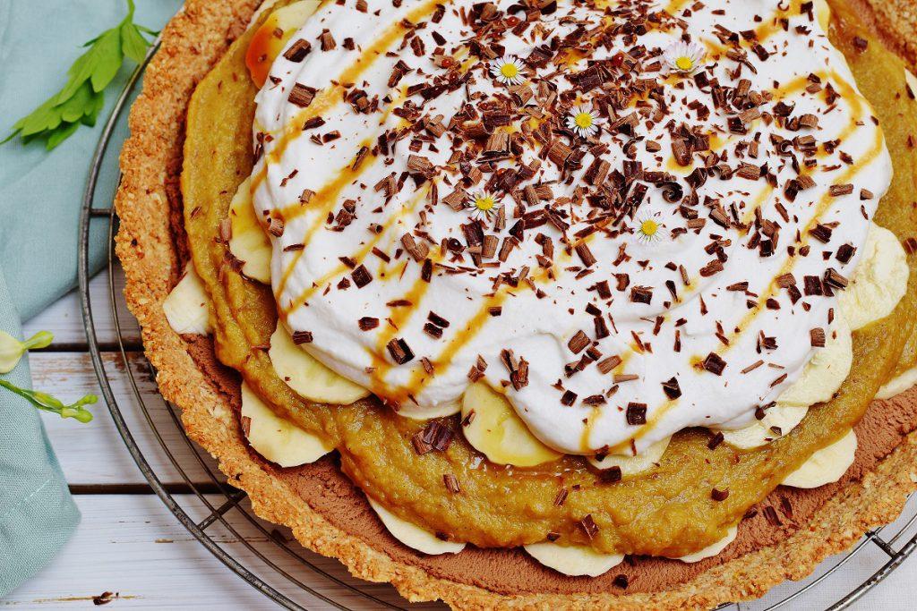 gesunder Banoffee Pie mit Kokosschlagsahne