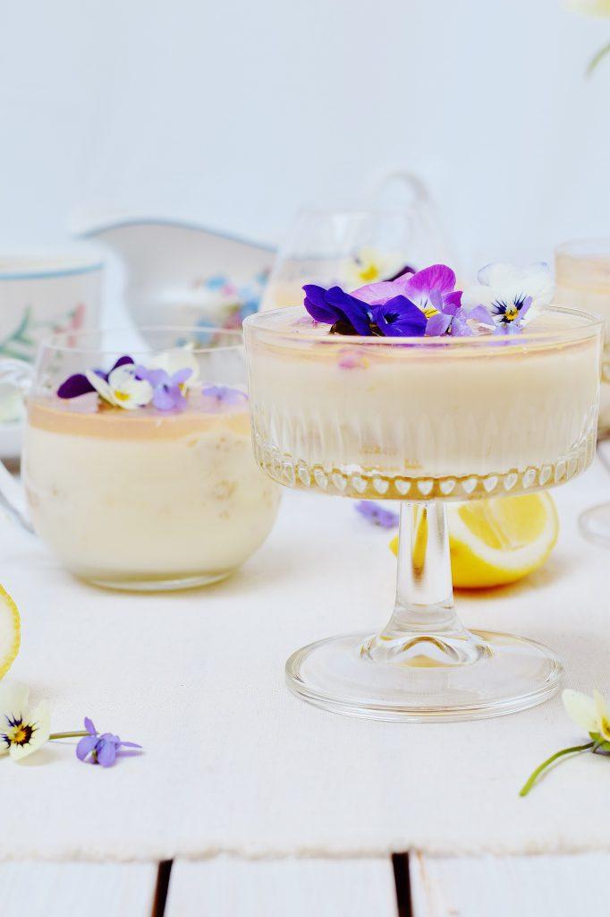 Zitronen-Panna Cotta - Rezept mit Veilchen