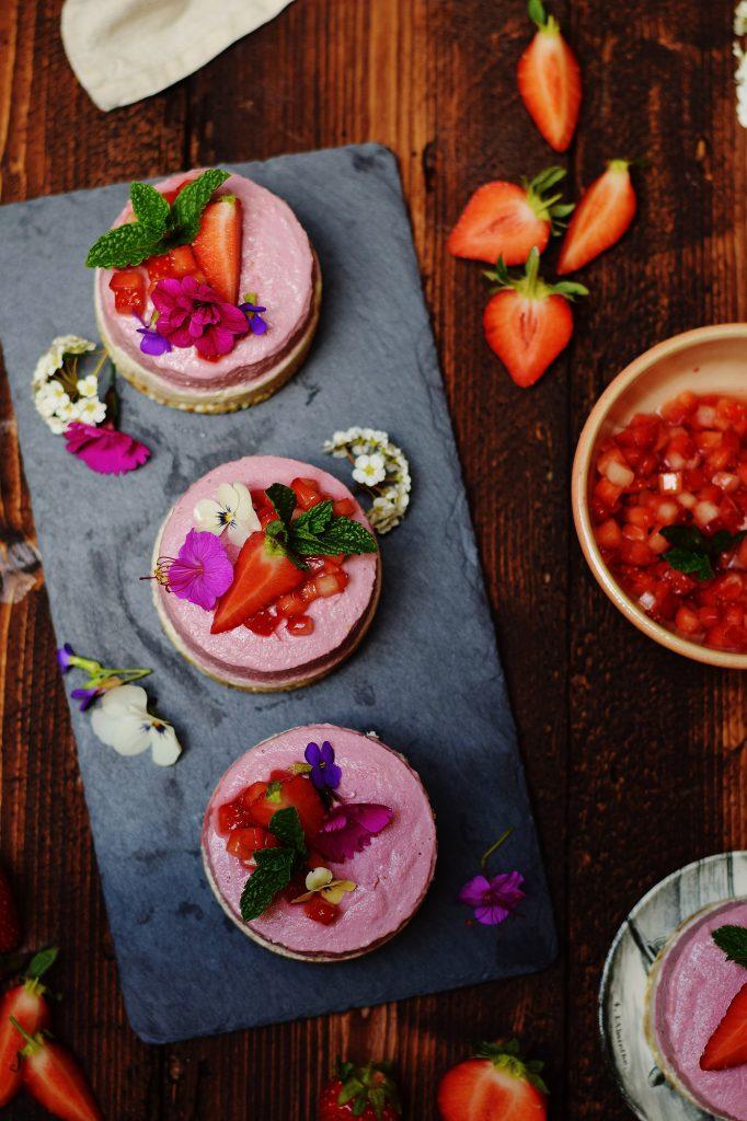 Kokos-Erdbeer-Eiscreme-Törtchen