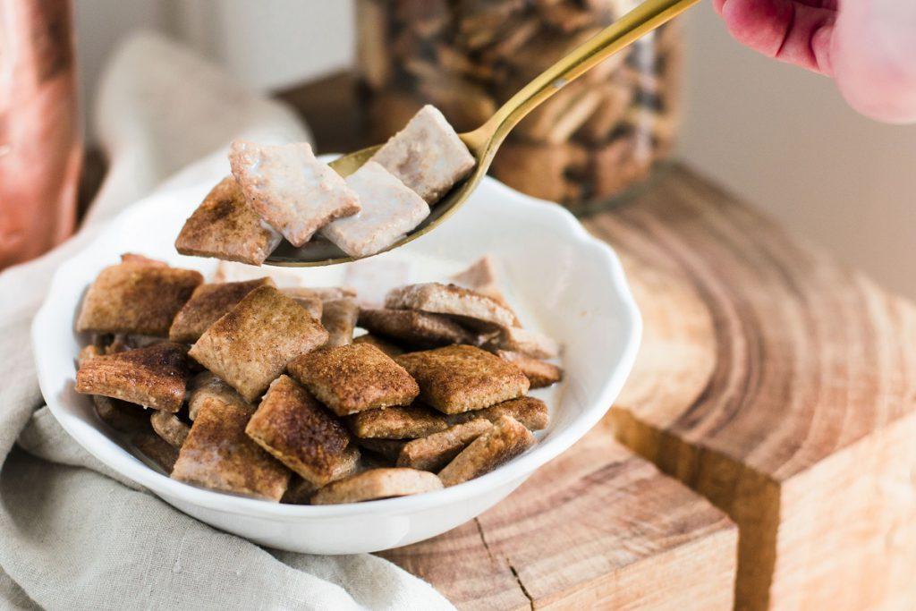 Dinkel-Frühstücksflocken mit Zimt - Zimtkissen ohne Zucker