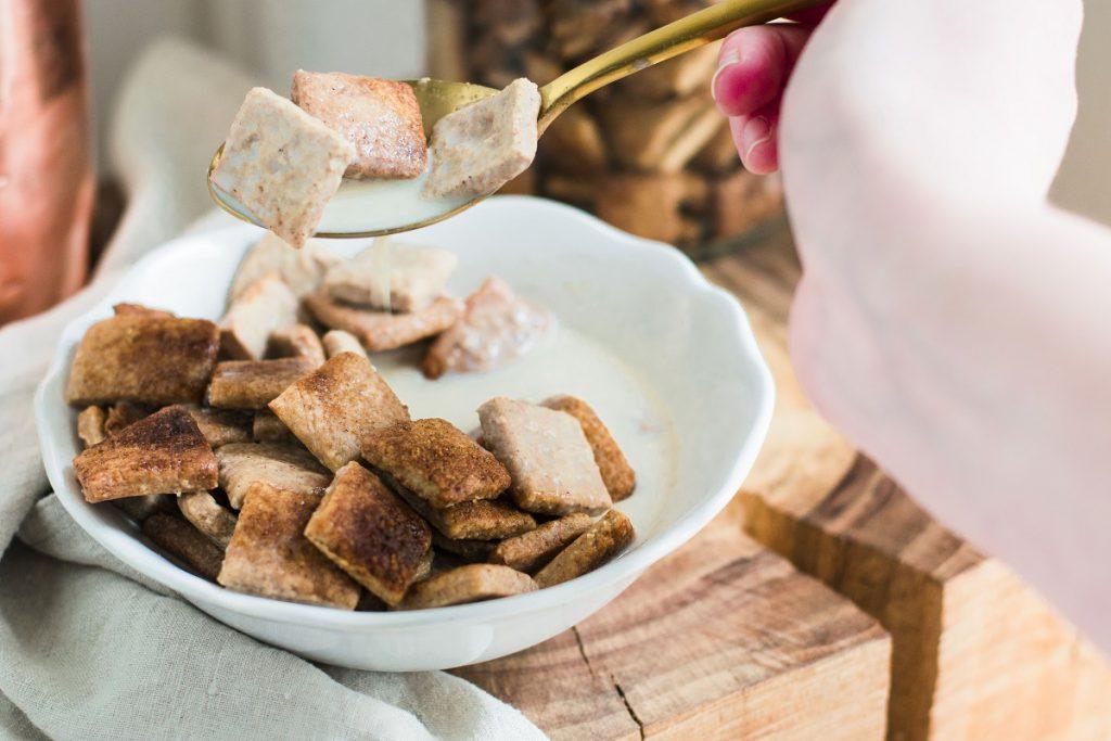 Zimt-Crispies fürs Frühstück: Zimtkissen mit Milch