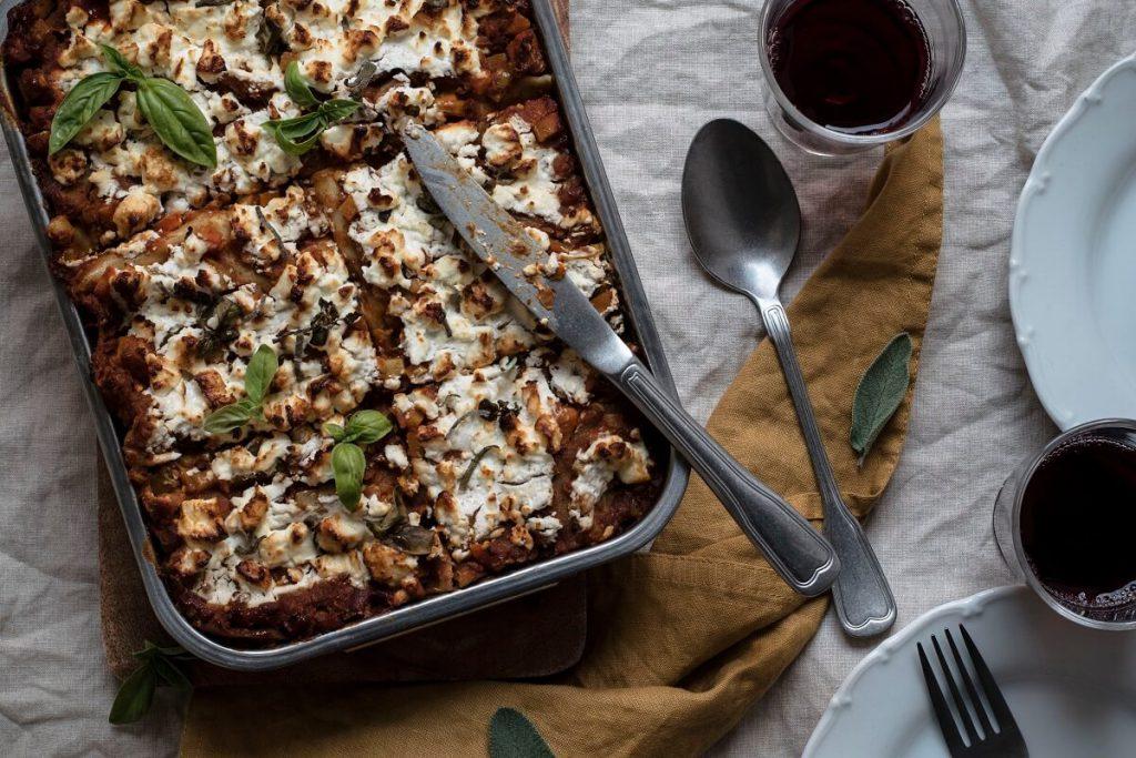 Vegetarische Linsen-Lasagne mit Feta und Gemüse